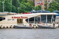 Moorage del río en el río de Moskva Imágenes de archivo libres de regalías