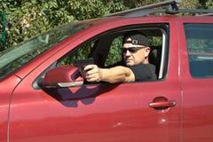 Moordenaar die van een bewegende auto schieten Royalty-vrije Stock Foto