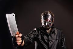 Moordenaar in hockeymasker met vleesmes ter beschikking royalty-vrije stock foto's