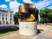 Moore-Skulptur betitelte die Blockierung des Stückes in London (hdr) Lizenzfreies Stockbild