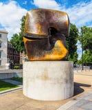 Moore-Skulptur betitelte die Blockierung des Stückes in London (hdr) Stockfotografie