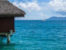 Moorea海岛看法从洲际的手段和温泉旅馆的在帕皮提,塔希提岛,法属玻里尼西亚 库存照片