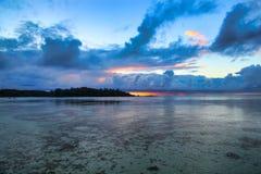 Moorea solnedgång, Tahiti ö, franska Polynesien, nästan Bora-Bora arkivfoto