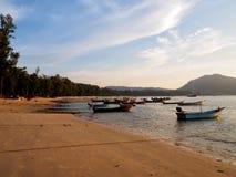 Moored渔船在普吉岛,泰国 免版税库存图片