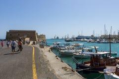 Moored渔船在海口 免版税库存照片
