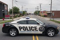 MOORESVILLE, NC 19-ое мая 2018: Автомобиль полицейского автомобиля городка черно-белый стоковое изображение