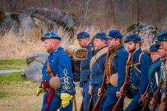 MOORPARK,美国- 2018年4月, 18日:关闭穿蓝色制服和代表南北战争的人 免版税库存照片