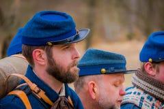 MOORPARK,美国- 2018年4月, 18日:关闭穿蓝色制服的小组人代表南北战争再制定  库存照片
