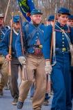MOORPARK, CA, США 18-ОЕ АПРЕЛЯ 2018: Люди, нося голубая форма во время представления Reenactment гражданской войны внутри Стоковое фото RF