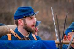 MOORPARK, CA, США 18-ОЕ АПРЕЛЯ 2018: Портрет человека с голубой формой во время Reenactment гражданской войны в Moorpark, CA Стоковое Фото