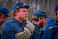 MOORPARK, CA, LOS E.E.U.U. 18 DE ABRIL DE 2018: Ciérrese para arriba del hombre, el azul y Gray Civil War Reenactment en Moorpark Fotografía de archivo