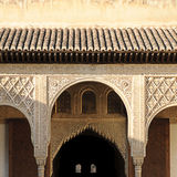 Moorse architectuur binnen het Paleis Nasrid Royalty-vrije Stock Foto's