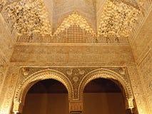Moorse kunst en architectuur binnen Alhambra Royalty-vrije Stock Afbeeldingen