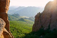 Moorstone валуна и заход солнца холмов Стоковое Изображение
