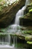 Moos und Wasserfall Lizenzfreie Stockbilder