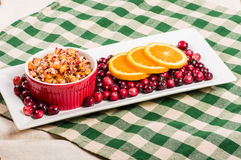 Moosbeerapfelgeschmack mit orange Scheiben Stockfotos