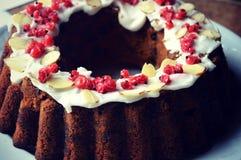 Moosbeermandel Bundt-Kuchen Stockfotos