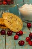 Moosbeerweiße Schokolade Chip Cookies lizenzfreies stockfoto