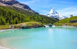 Moosjisee湖,一名列前茅五在马塔角峰顶附近的湖目的地在策马特,瑞士,欧洲 免版税库存图片