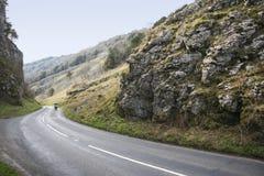 Mopeden turnerar cheddarklyftavägen somerset UK Royaltyfri Bild
