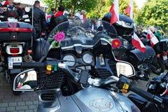 Mopeder på den 14th internationella motorcykeln Katyn samlar Royaltyfria Bilder