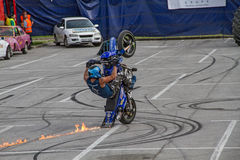 Mopedridning på ett hjul Royaltyfri Foto