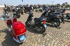 Mopeds werden im Stadtzentrum in Maastricht verboten Lizenzfreie Stockbilder