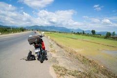Mopedtur Vietnam Royaltyfria Foton