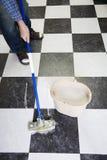 mopping för golv Royaltyfri Fotografi