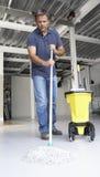 mopping kontor för mer cleaner golv Arkivfoto