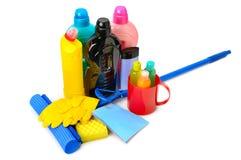 Mops, Flaschen reinigend und Gummihandschuhe stockfotos