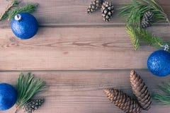 Moquerie avec des cônes, boule de Noël Images stock