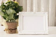 Moquerie blanche de cadre, maquette de Digital, maquette d'affichage, maquette courante de photographie dénommée par mer, moqueri Image stock