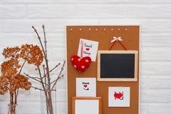 Moquerie créative de jour du ` s de HorisontalValentine dans un style scandinave avec de petites choses d'expression sage Photo stock