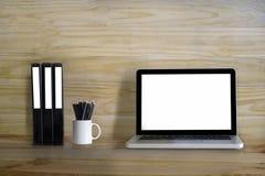Moquerie d'espace de travail vers le haut de contemporain : bureau en bois de table en bois avec Images stock