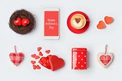 Moquerie de jour du ` s de Valentine vers le haut de conception de calibre Symboles et objets d'amour sur le fond blanc Vue de ci Images stock