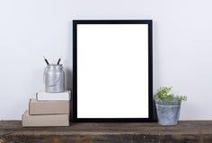 Moquerie vide de cadre de photo de style scandinave  Décor à la maison minimal Images stock