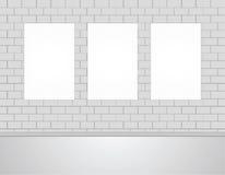 Moquerie vide vide de blanc de trois vecteurs vers le haut des photos d'affiches sur un mur Image libre de droits