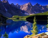Morän sjö Banff Alberta Arkivfoton