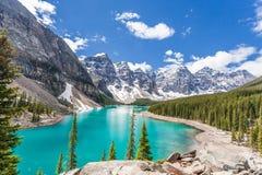 Morän sjö i den Banff nationalparken, kanadensiska steniga berg, Kanada arkivbilder