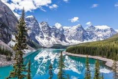 Morän sjö i den Banff nationalparken, kanadensiska steniga berg, Kanada Royaltyfri Foto