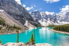 Morän sjö i den Banff nationalparken, kanadensiska steniga berg, Kanada arkivfoto