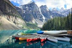 Morän sjö i Rocky Mountains, Alberta, Kanada Arkivfoton