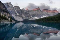 Morän sjöBanff nationalpark Royaltyfria Bilder