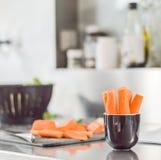 Morötter i köket Royaltyfria Foton