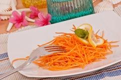 morötter stänger sallad upp vitaminer Arkivfoto
