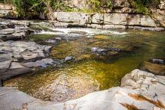 Morada gör solenoid-vattenfallet i chapada gör veadeiros arkivbilder
