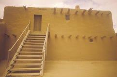 Moradia de Adobe, San Ildefonso Pueblo, nanômetro fotografia de stock royalty free