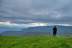 Morador nativo nas montanhas de Daguestão Fotografia de Stock