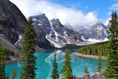 Moraine de lac en stationnement national de Banff Photos stock